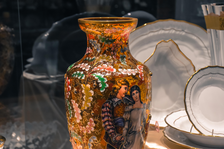 Menuet 3184, ručne maľovaná váza – Luxury Glass